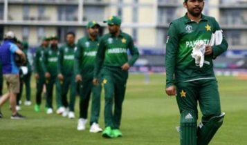 पाकिस्तानी क्रिकेट खेलाडी इंग्ल्यान्ड जाने