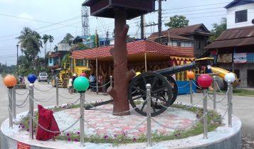 क्याम्पा बजारमा 'तोप र गाछी'को पहिचान झल्कने स्तम्भ राखियो