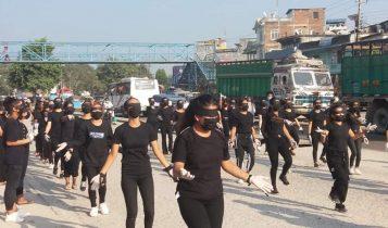 बिर्तामोडमा 'बलात्कारी होस् तँ' भन्दै अधिकारकर्मीद्धारा प्रदर्शन